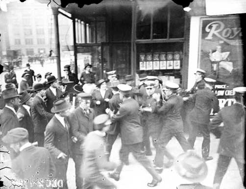 Striking garment workers scuffling with policemen, 1915. Credit: Chicago Daily News negatives collection, Chicago Historical Society