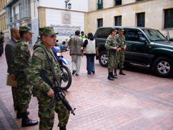 Colombian soldiers outside government building in Bogotá