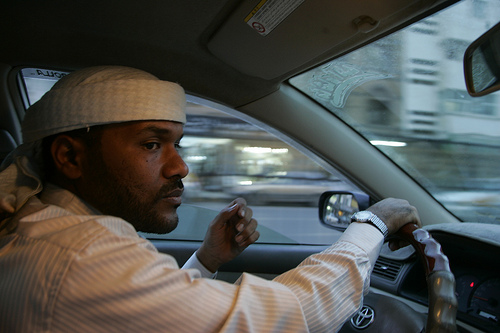 The Oath: Abu Jandal driving a taxi in Yemen